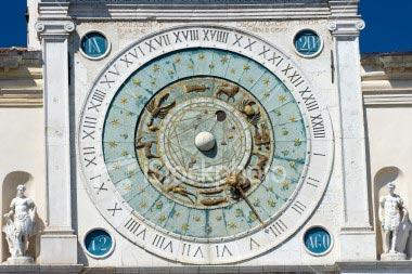 e747dd11b72 Jacobo Dondi constrói um grande relógio público na cidade de Pádua